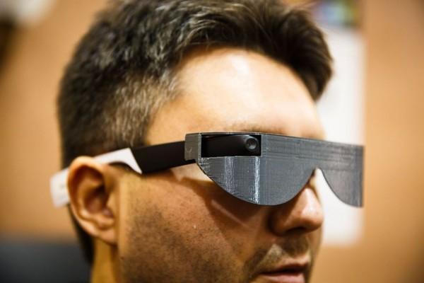 "Aira智能眼镜帮助盲人""看到""这个世界"