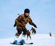 组图:某边防团零下40度进行滑冰、滑雪训练