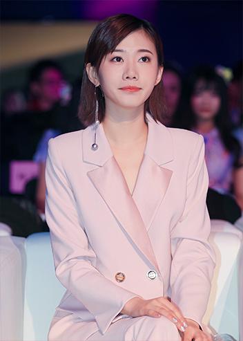 郭�zg$��m9k�ybcyd#��i��a_郭姝彤亮相时尚盛典 粉色系套装知性甜美