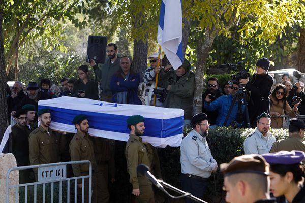 耶路撒冷卡车冲撞人群致4死13伤 遇难士兵葬礼举行