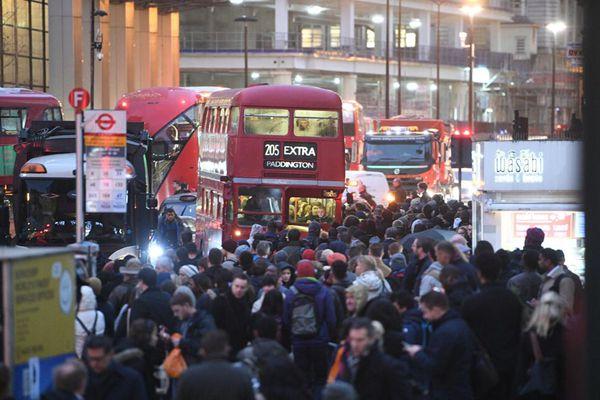 伦敦地铁职工举行24小时罢工活动 致数百万人出行受阻