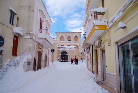 意大利寒流来袭 城市变身冰雪王国