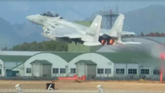 中国大规模轰6编队警告日韩 可打击萨德部署地