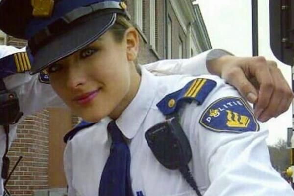 墨西哥女警凭颜值靠身材变身网红