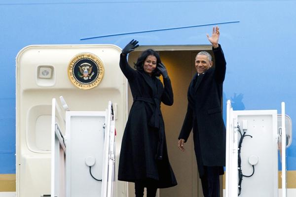 奥巴马携家人启程赴芝加哥 将发表告别演讲