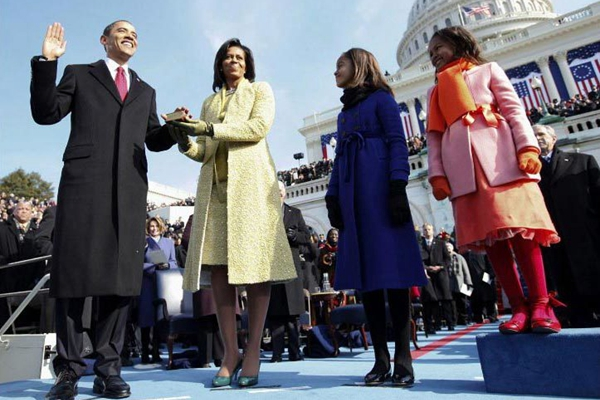 奥巴马总统生涯的100个瞬间