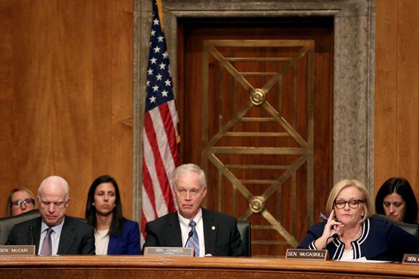 美国参议院就特朗普提名新内阁成员举行听证会