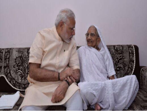 印总理莫迪为看望母亲中断一日瑜伽 网友温情点赞