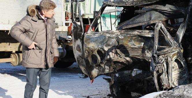 俄罗斯:救护车卡车相撞致5人死亡 车辆被烧焦