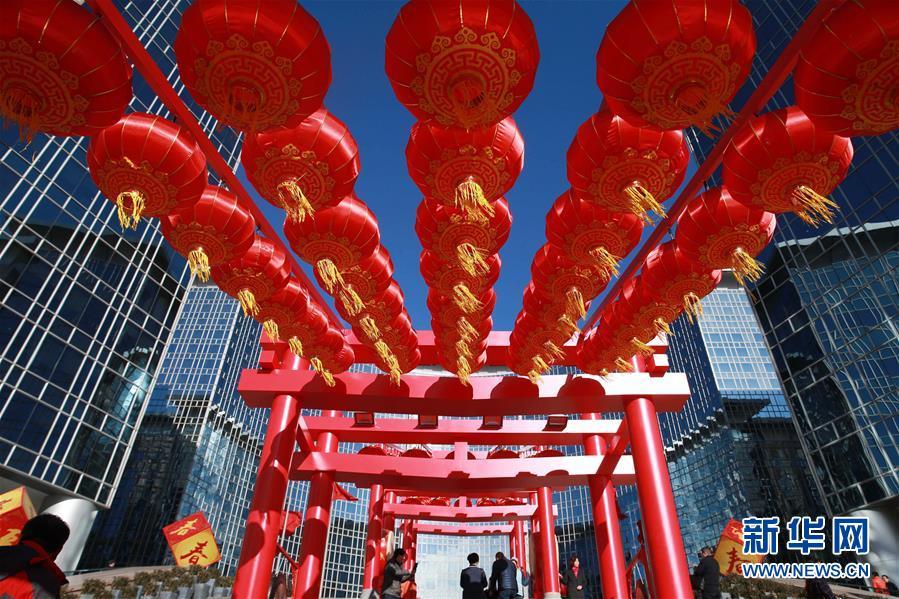 北京街头张灯结彩 年味渐浓