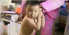 2岁男童不怕冷