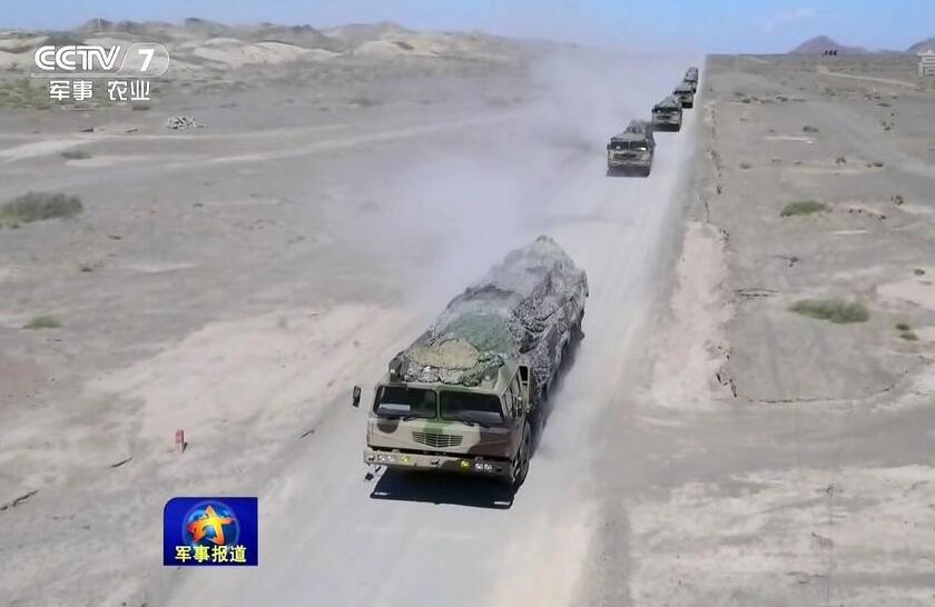 美媒:中国火箭军炫耀实力 各型导弹冲着谁?