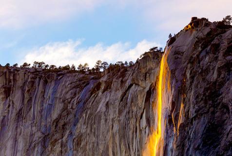 """美摄影师拍""""火瀑""""奇景如岩浆喷泻"""