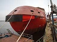 看俄造船厂如何建造外形奇特船