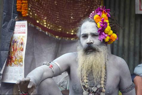 探访前去圣浴途中的印度苦行僧