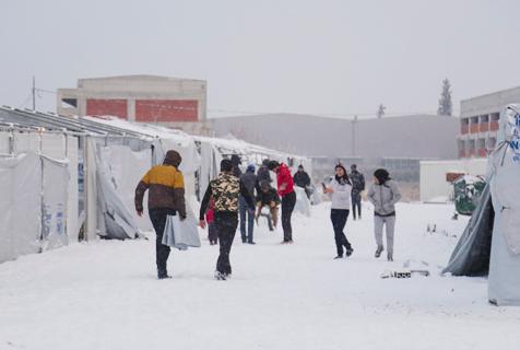 欧洲连降暴雪 希腊难民寒冬处境堪忧