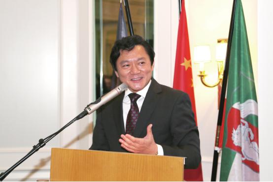 中国驻杜塞尔多夫总领事冯海阳在2017领区华界新年招待会上致辞