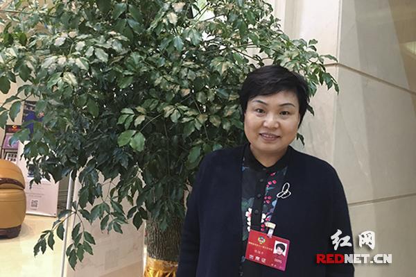 """政协委员傅绍平:严控无人机""""黑飞"""" 购机需实名登记"""