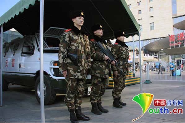 直击驻北京西站武警:想家不恋家 站好每班岗
