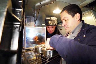 俄军战略轰炸机内还真有厨房