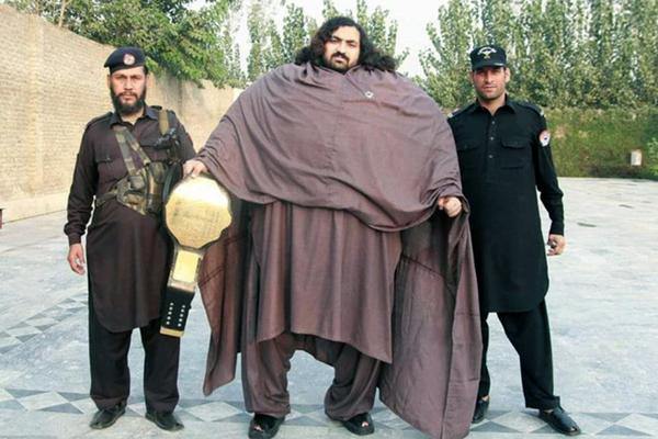 巴基斯坦870斤男子欲持续增重成世界大力神