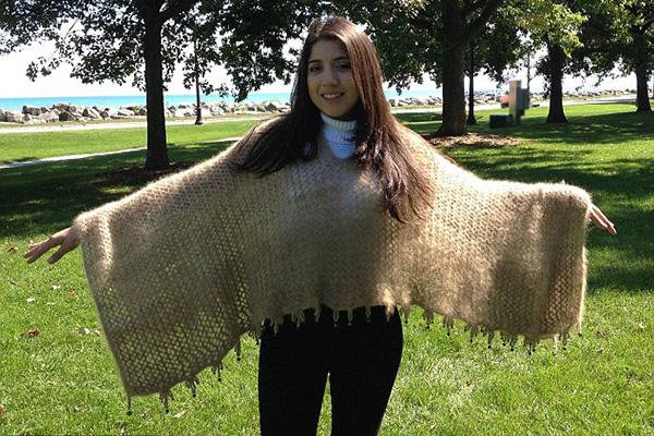 英女子用宠物狗毛发制作毛纺织品 温暖有颜值