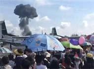 泰国鹰狮战斗机飞行表演中坠毁