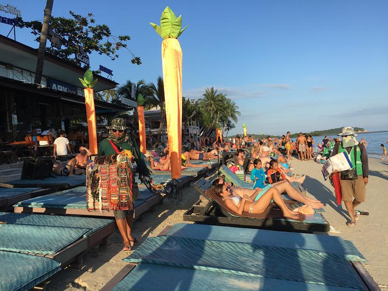 1月14日,泰国素叻他尼府旅游景点苏梅岛,洪灾过后岛上旅游业正在恢复.
