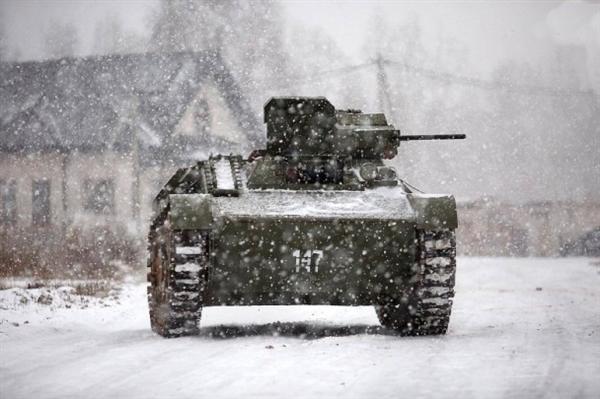 男子自制二战坦克