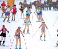 乌鲁木齐百名比基尼女郎雪场秀滑雪