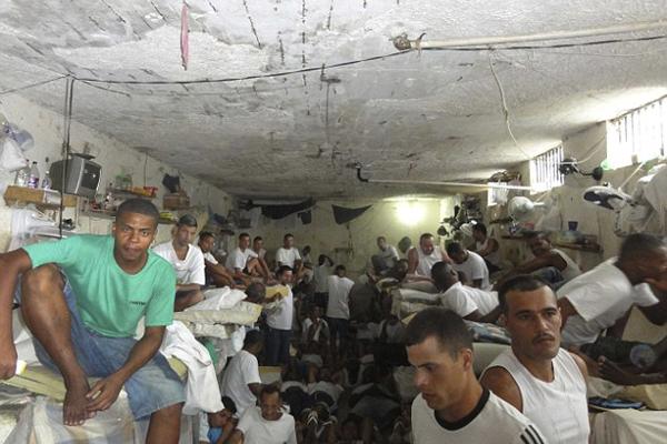 揭秘巴西监狱现状:环境恶劣帮派横行
