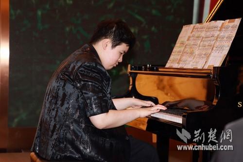 关注自闭症儿童 寻找武汉最会跳舞的人去上海
