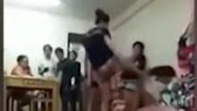 实拍泰国女子用泰拳暴打小三