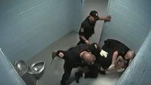 震惊!美国警察虐打犯人视频遭曝光