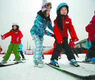 奥运健儿公益行动延庆举行 世界冠军教滑雪