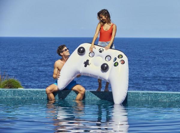 微软推出巨型充气Xbox One S手柄