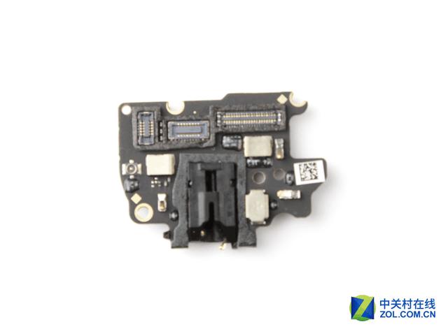 但是s7手机的内部裸露电路仅有部分采用点胶处理,排线连接器也没有