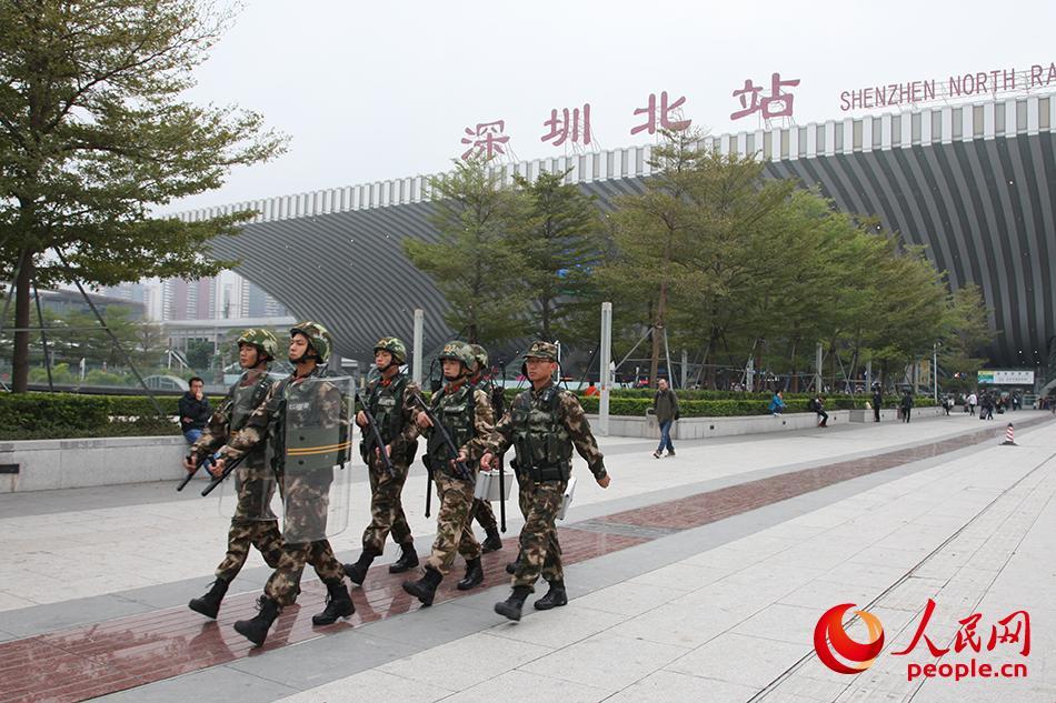 走进广东武警深圳支队:春运线上那一抹橄榄绿