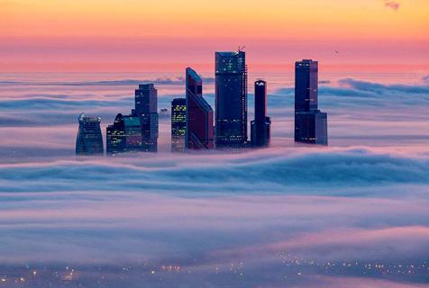 云雾端上的莫斯科 霓虹映衬美轮美奂