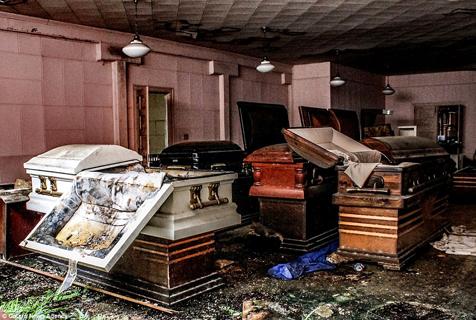 美废弃殡仪馆气氛诡异恐怖令人毛骨悚然