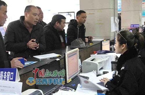 """上饶城区掀起非超标电动自行车挂牌""""热""""(多图)"""