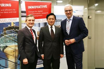 驻杜塞尔多夫总领事冯海阳出席德国北威州、杜塞尔多夫市联合举行的中国春节招待会