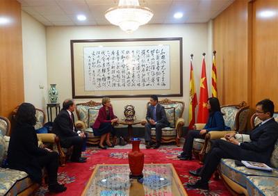 西班牙艾萨德商学院校长做客中国驻巴塞罗那总领馆