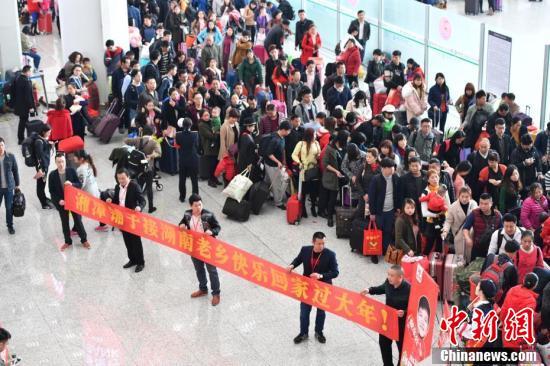 深圳北站开行在粤创业创客返乡专列