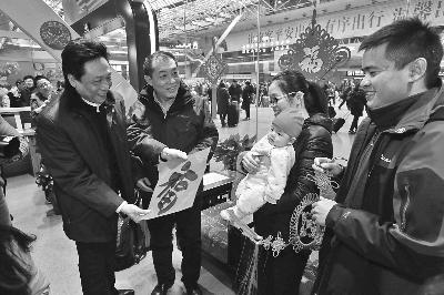 北京:艺术家慰问铁路旅客