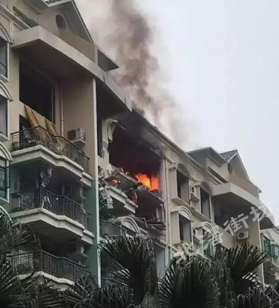 佛山一小区煤气爆炸 有人从7楼直接跳下
