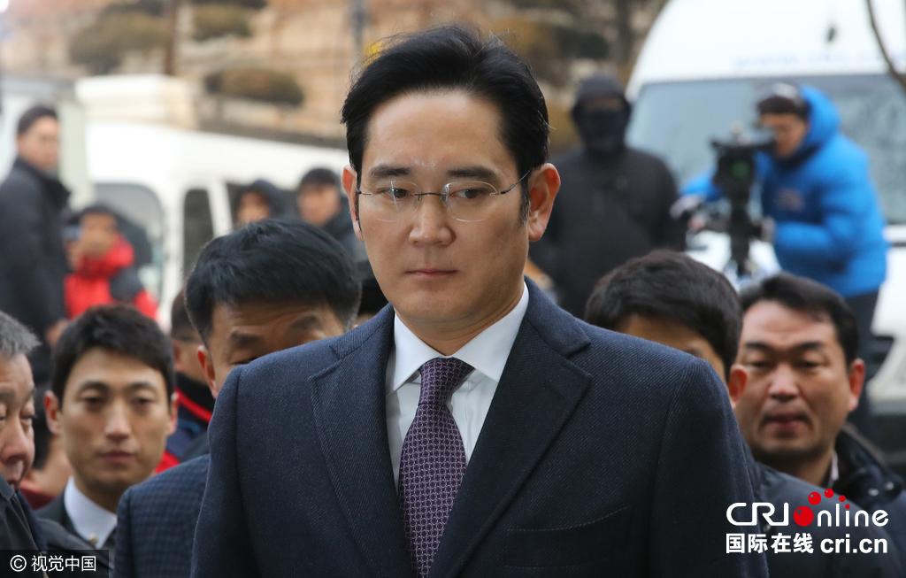 三星副会长李在镕现身法院接受审查遭记者围堵(组图)