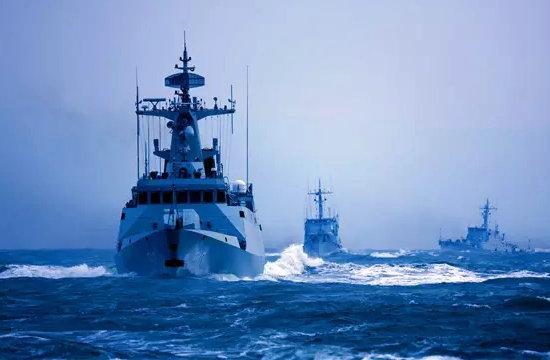 东海舰队现代舰苏30新年首训