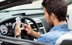 苹果遭集体诉讼:未用技术手段禁止开车人发短信