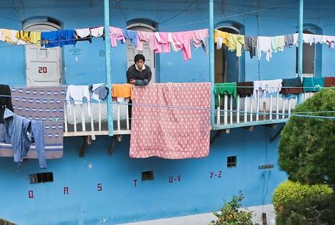玻利维亚监狱毒贩自治 可与家人住一起